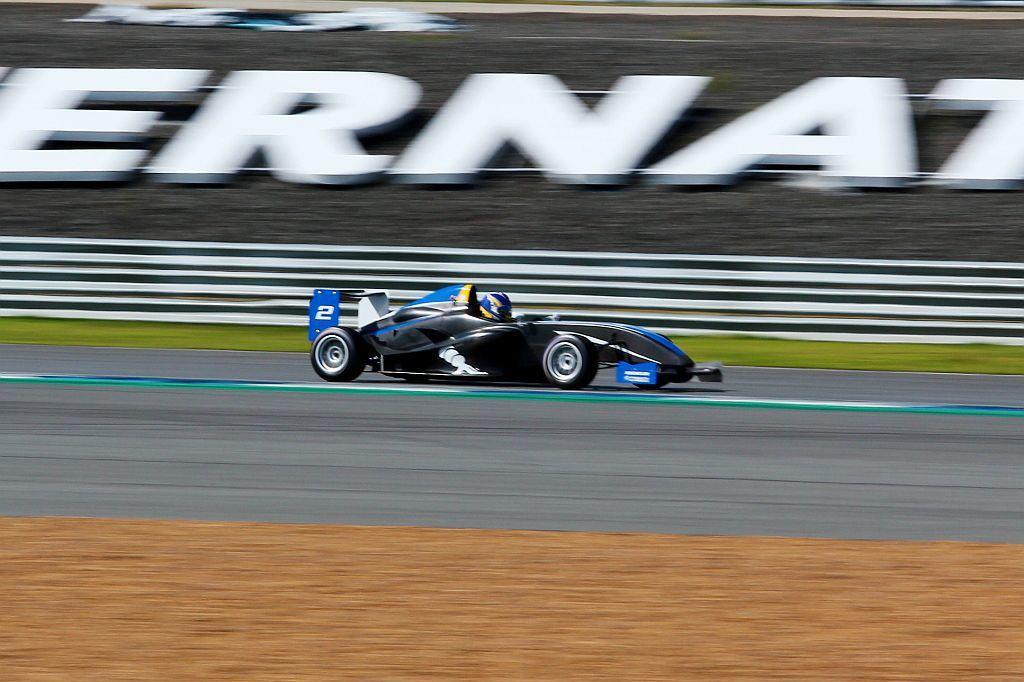 Formula 4方程式賽車除提供最純粹的駕馭快感外,更可以清楚明白輪胎抓地力對賽車的重要性。 記者張振群/攝影