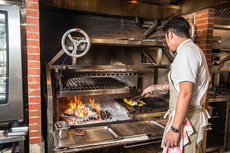 林明健帶領的2家餐廳各獲得首屆台北米其林1星與餐盤推薦,料理功力深厚。  攝影|...