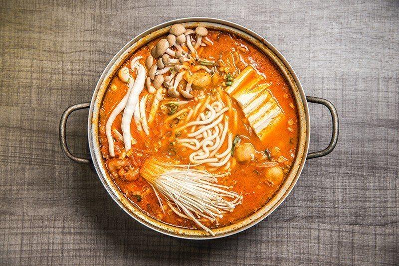 FUN鍋子料多味美的鍋物是必點招牌。  攝影|行遍天下