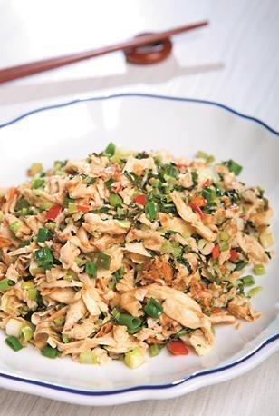雪菜炒腐包(雪菜とゆばの炒め物)は簡単に見えますが、口にすれば人情味あふれるおい...