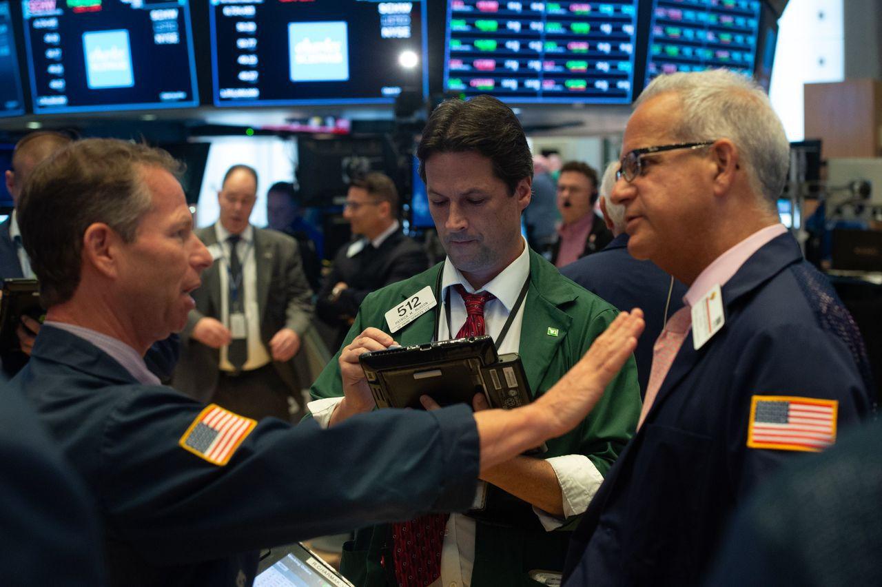 科技股周四挫跌,拖累美股走低,那斯達克指數跌至兩周低點。 法新社