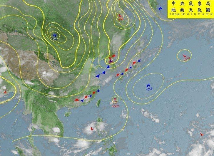 氣象達人彭啟明表示,超前的預警各種訊息,從風險的角度來看,預做準備和恐慌性之間,...