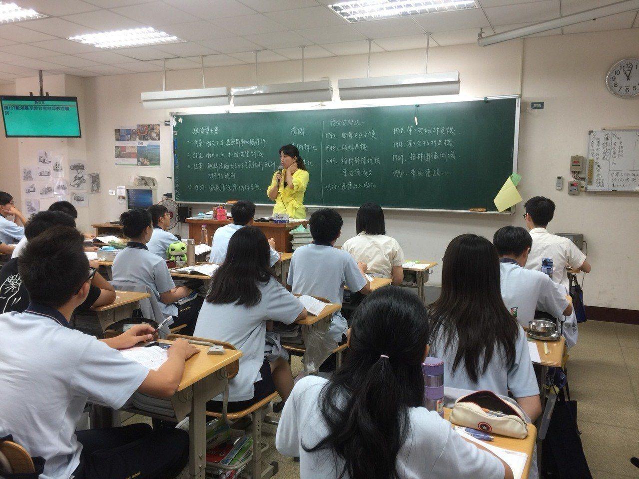 教育部上月發布新修正「高級中等學校每週教學節數標準」,桃園市府宣布9月起比照辦理...