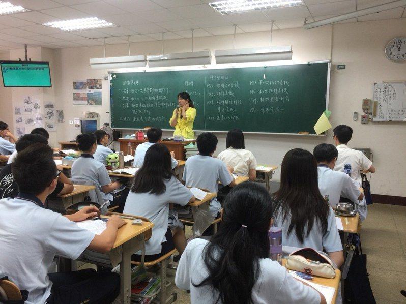 教育部上月發布新修正「高級中等學校每週教學節數標準」,桃園市府宣布9月起比照辦理。圖/桃園市教師會提供