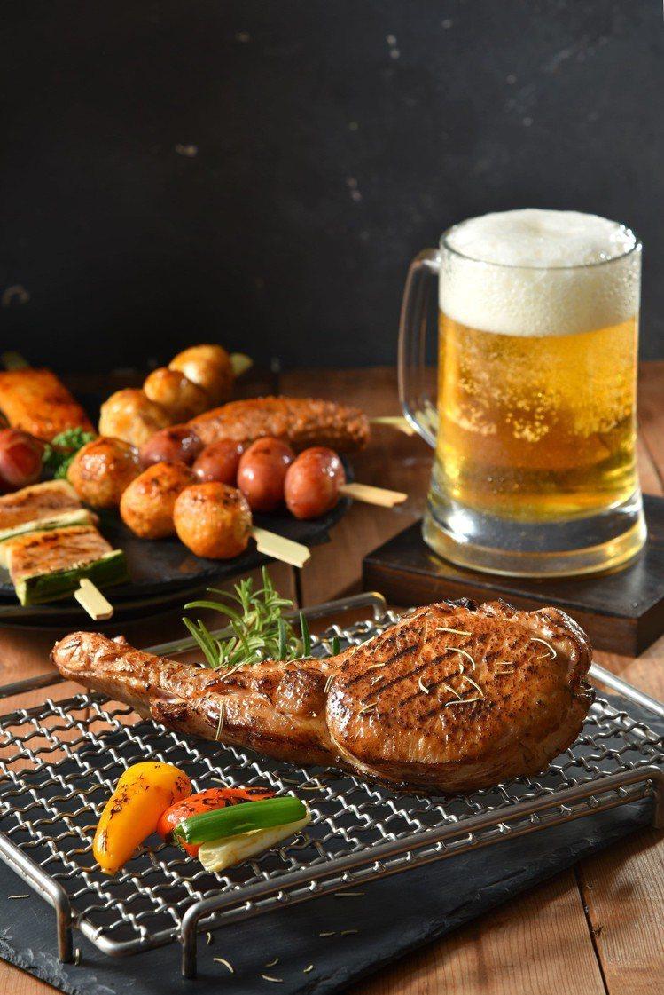 除了馬告香腸外,還有戰斧豬排可選擇,滿足愛大口吃肉的饕客。圖/黑橋牌提供※ ...