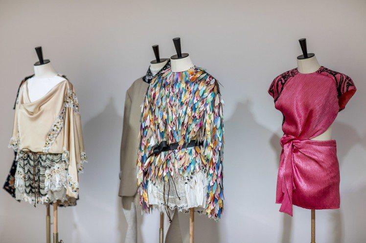 精細的刺繡細節、壓力力材質打造的繽紛羽毛、縐褶面料都是早春的關鍵字。圖/LV提供