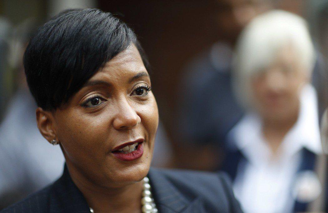 美國喬治亞州亞特蘭大市長凱莎.蘭斯.巴頓斯6日表示,該市不再收容聯邦逮捕的移民。...
