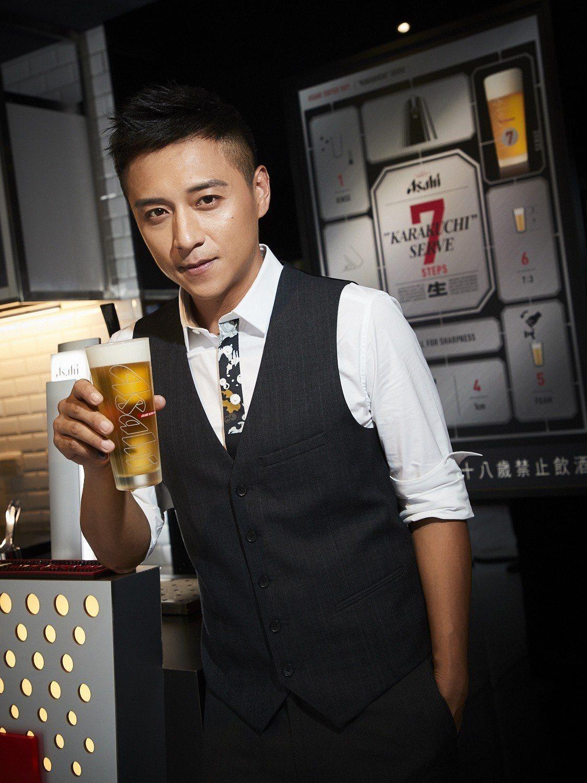 藝人鄭人碩擔任「Asahi SUPER DRY x貓下去 時尚快閃啤酒吧」一日店...