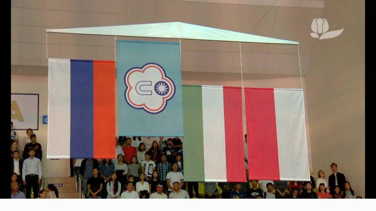 清華體育系大四生陳念琴的勝利讓中華台北隊旗高高躍上國際舞台。圖/教練柯文明提供