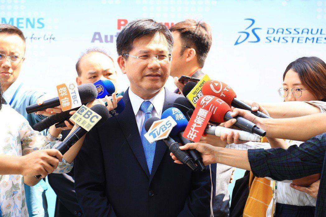 台中市長林佳龍今早派人提告,指控對手陣營意圖使人不當選;林佳龍強調,對手選舉抹黑...