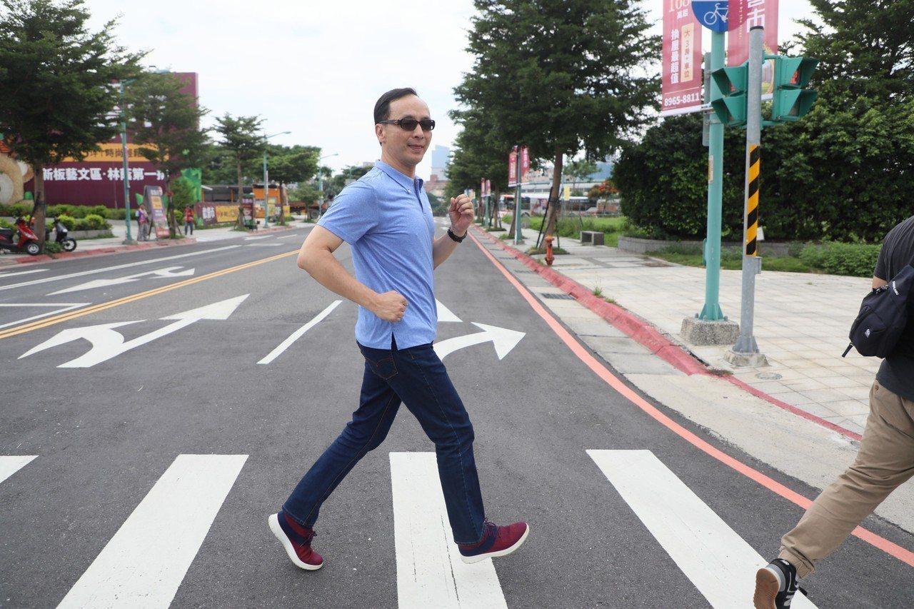 「跑跑跑,整個城市都是我的運動場。」(新聞局提供)