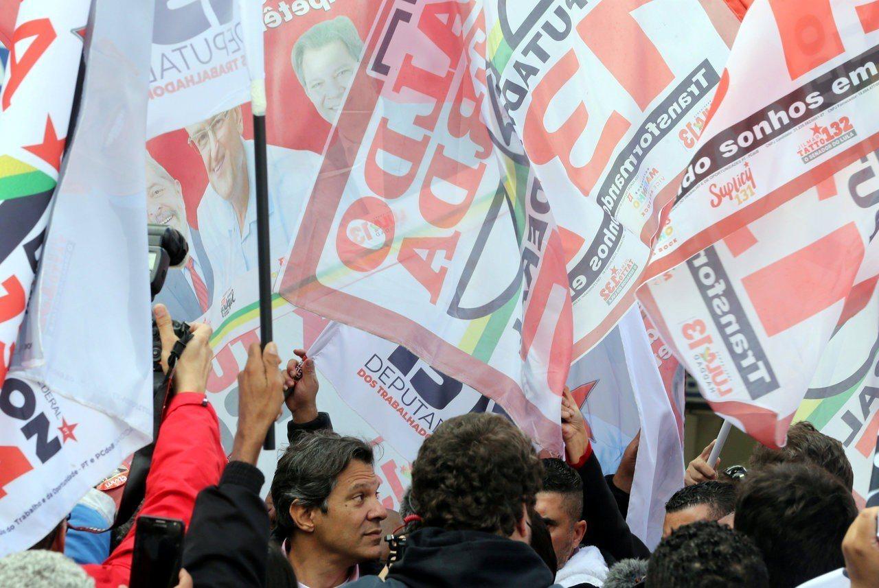 巴西勞工黨造勢畫面。路透