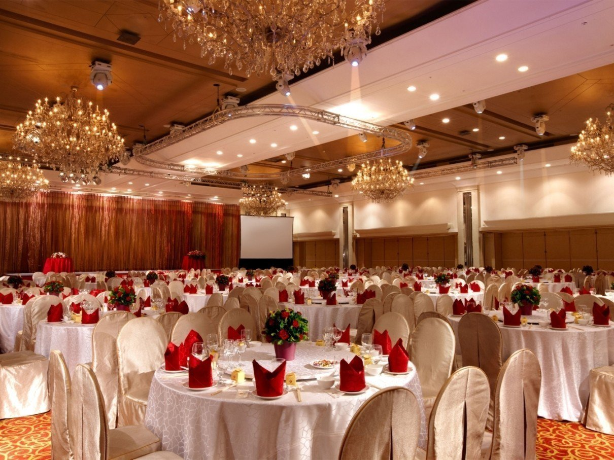 國際大會堂擁有挑高5米的氣派空間,最多可同時容納50桌,現場還可安排各式大型表演...