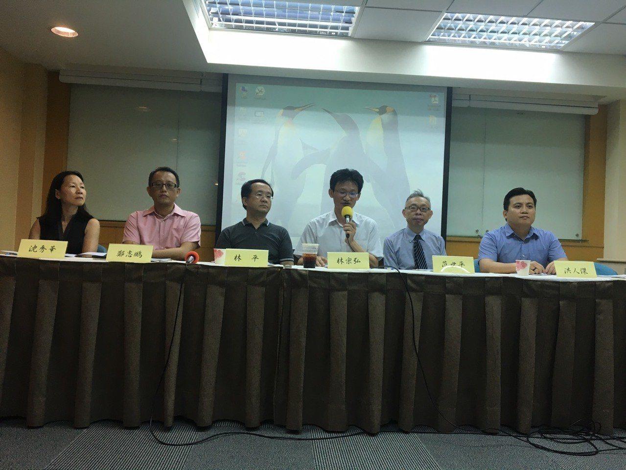 清華大學當代中國研究中心今舉辦「近期中國大陸內外情勢對國人赴陸求學發展影響」座談...