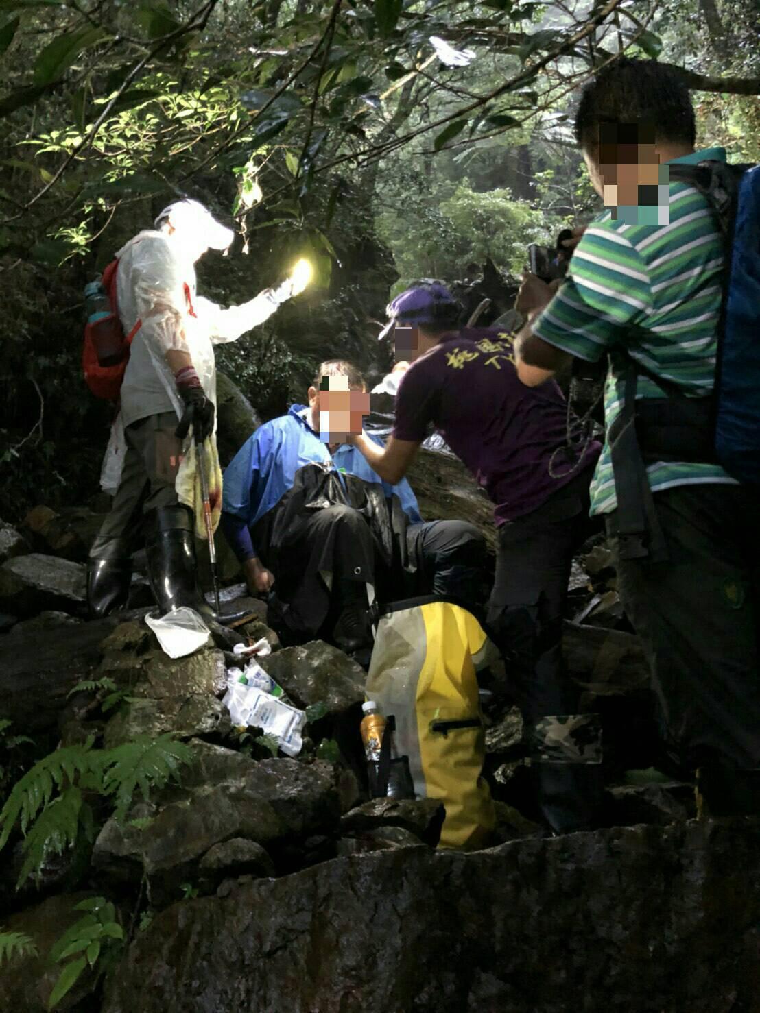新北市一名52歲賈姓林務局志工,昨日欲進行山林巡護時,疑似因為山區午後下雨,導致...