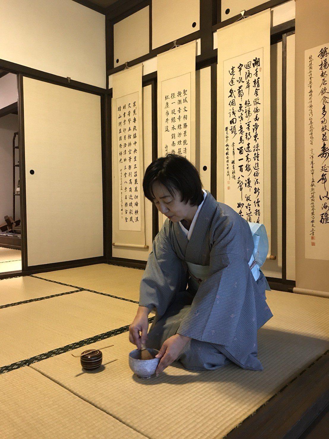 「茶.墨.樂」第一場系列講座在9月9日舉辦,特別邀請在新竹地區致力於推廣茶道的久...