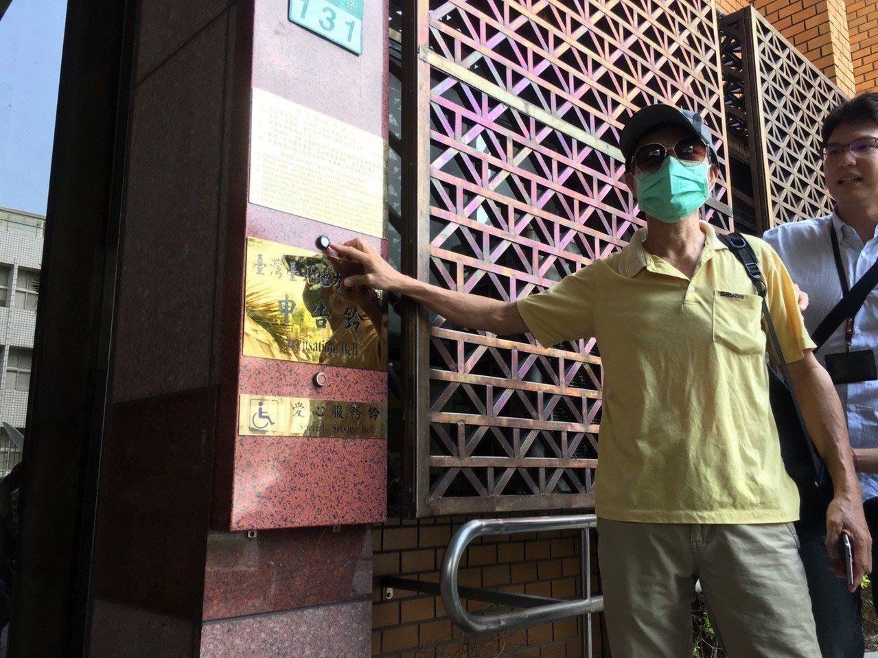 華山大草原案命案死者家屬上午按鈴提告台北市政府,指控柯文哲市長欠家屬一個道歉、一...