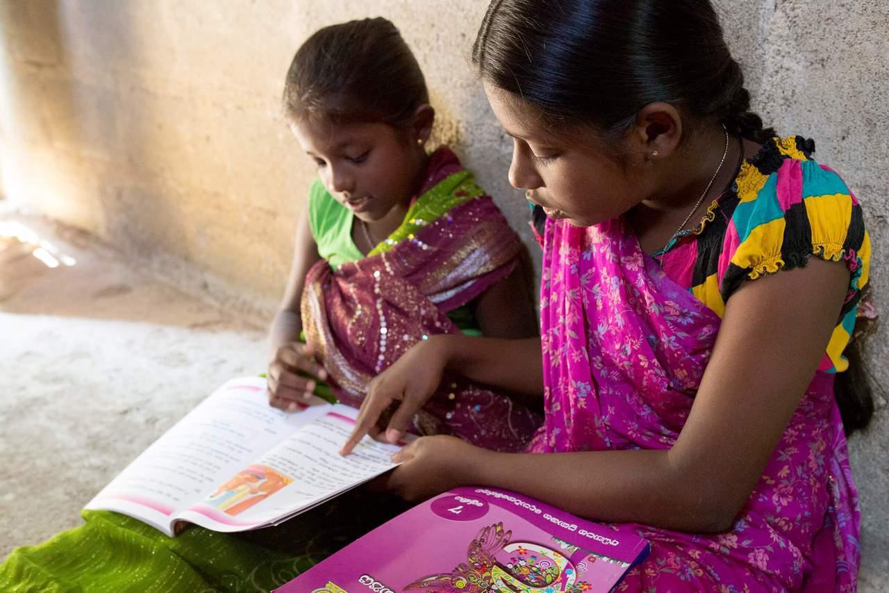 台灣世界展望會透過「資助兒童計畫」幫助識字率偏低國家中的孩子上學識字,學習讀、寫...
