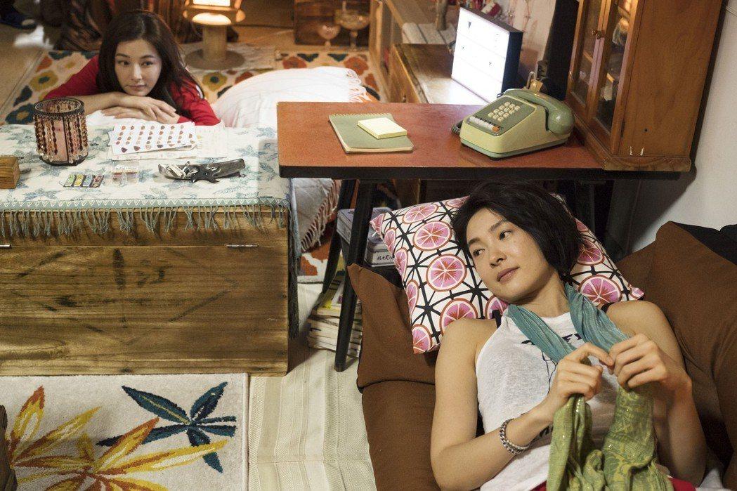 陳怡蓉(左)、曾珮瑜在「雙城故事」中交換生活。圖/青睞影視提供