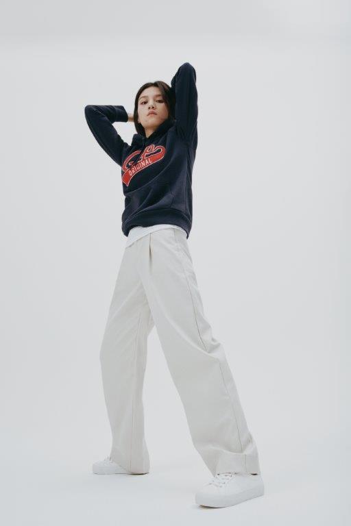 香港金像獎影后春夏成為GAP大中華區代言人,並演繹最新秋季服飾系列。圖/GAP提...