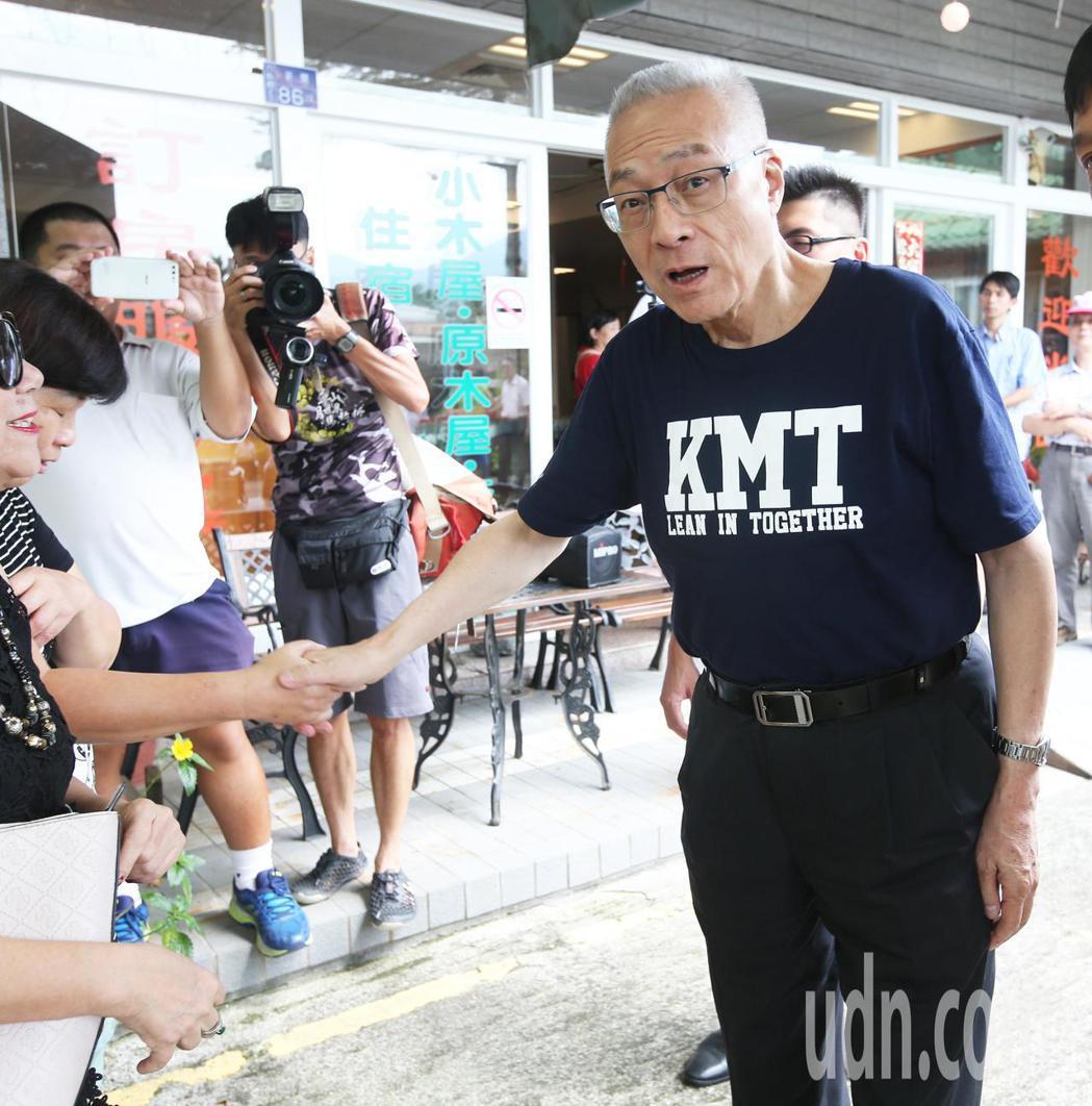 國民黨主席吳敦義到高雄六龜不老溫泉區與業者座談。記者劉學聖/攝影