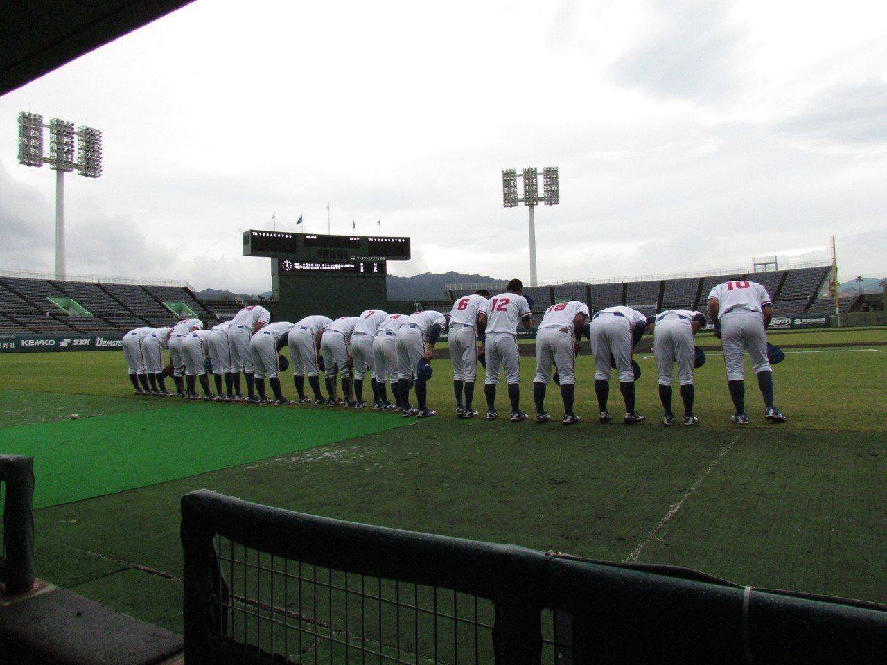 中華隊今晚出戰日本隊,賽前準備進行練習。記者婁靖平/攝影