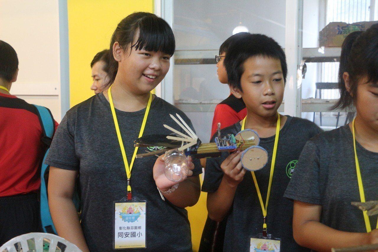 小學生發揮巧思,利用Micro bit動手製作心目中的理想機器人,每個機器都風格...