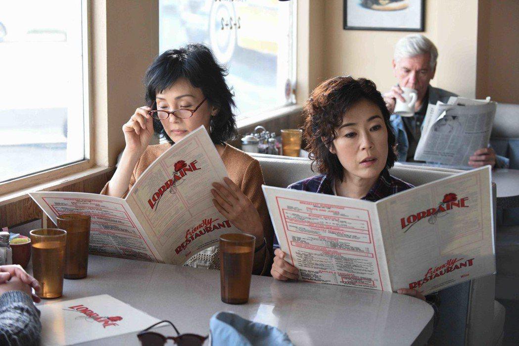 南果步(左)與寺島忍(右)在「喔!露西」演出姊妹,卻因為喬許哈納特有心結。圖/天