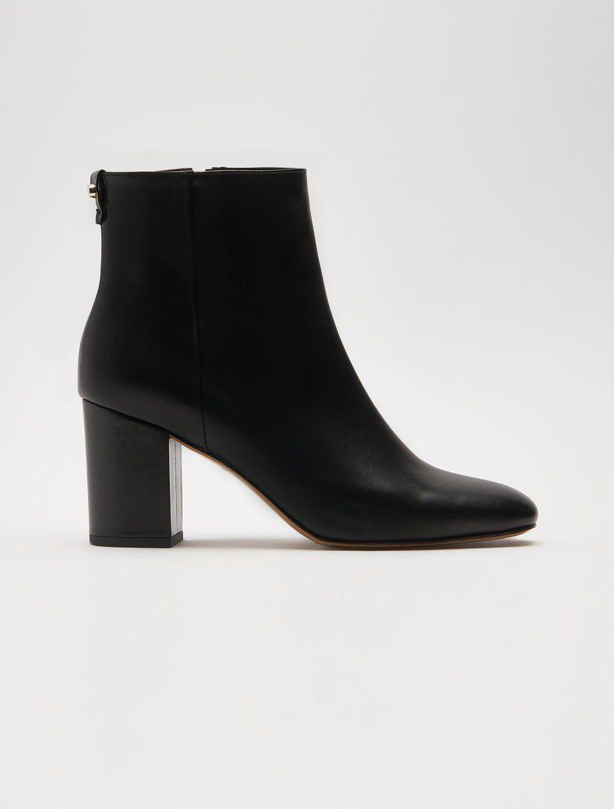MAX&Co.2018秋冬系列羊皮粗跟踝靴15,800元。圖/華敦提供