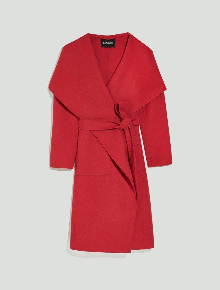 MAX&Co.2018秋冬系列艷紅雙面毛呢圍裹式大衣54,800元。圖/華敦提供