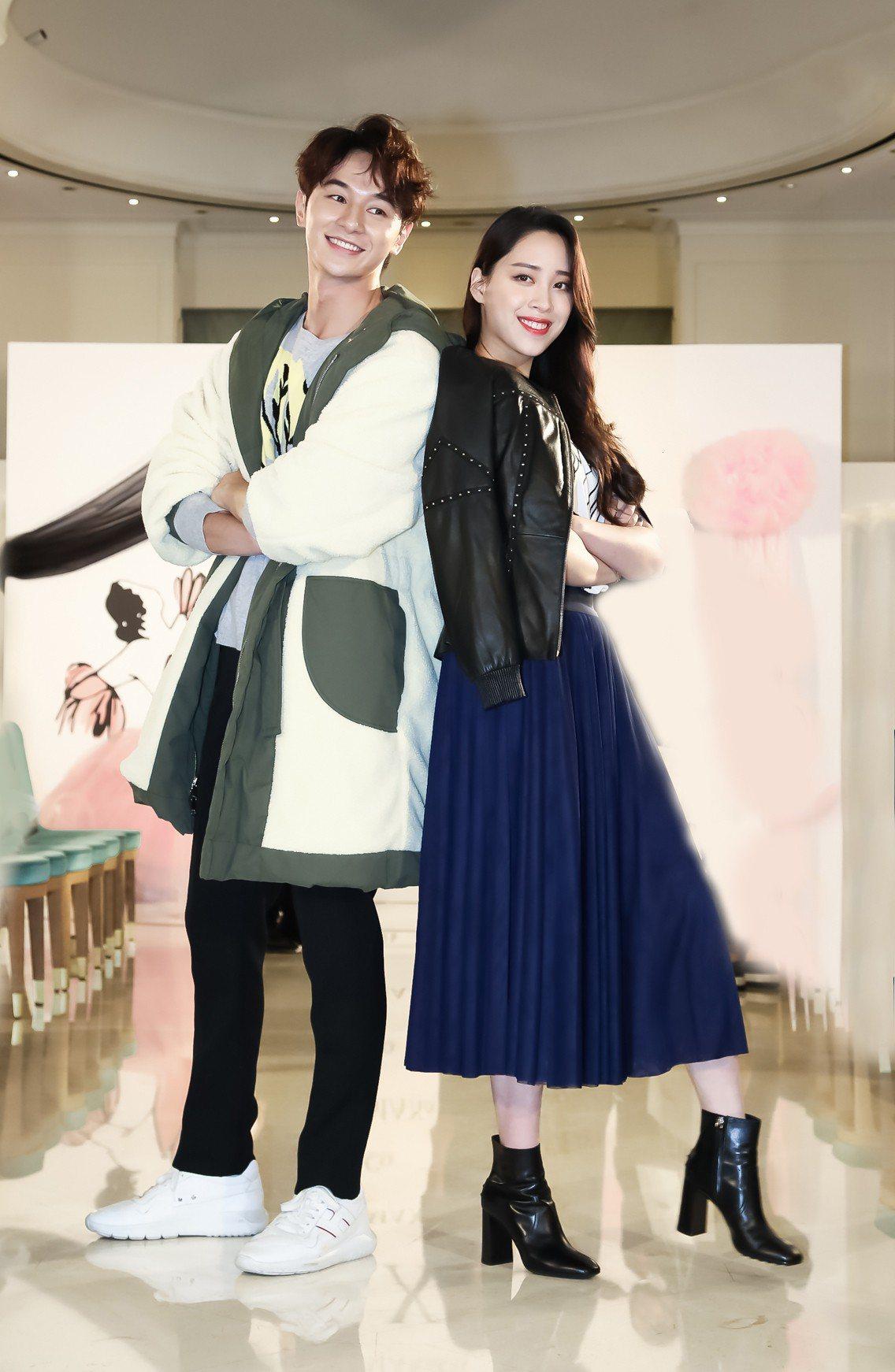 張軒睿(左)與歐陽妮妮(右)首次為MAX&Co.同台走秀。圖/華敦提供