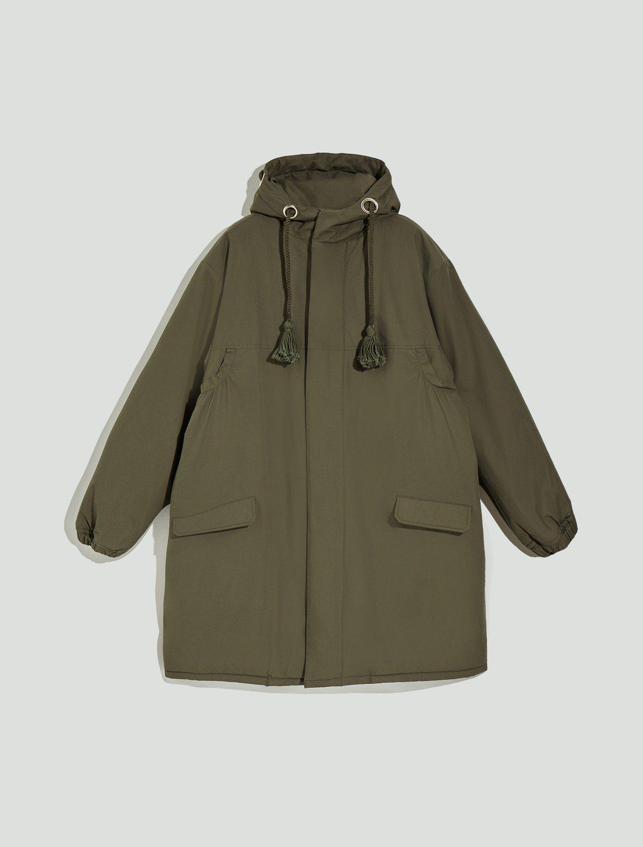 MAX&Co.2018秋冬系列軍綠色雙面穿刷毛外套28,900元。圖/華敦提供