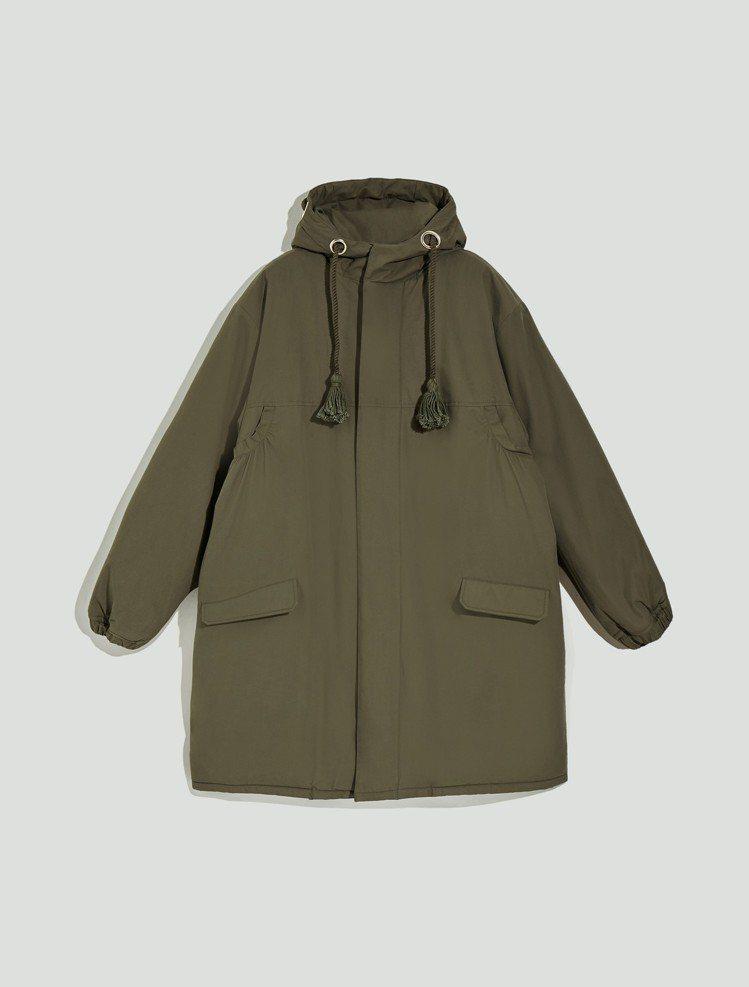 MAX&Co.2018秋冬系列军绿色双面穿刷毛外套28,900元。 图/华敦提供