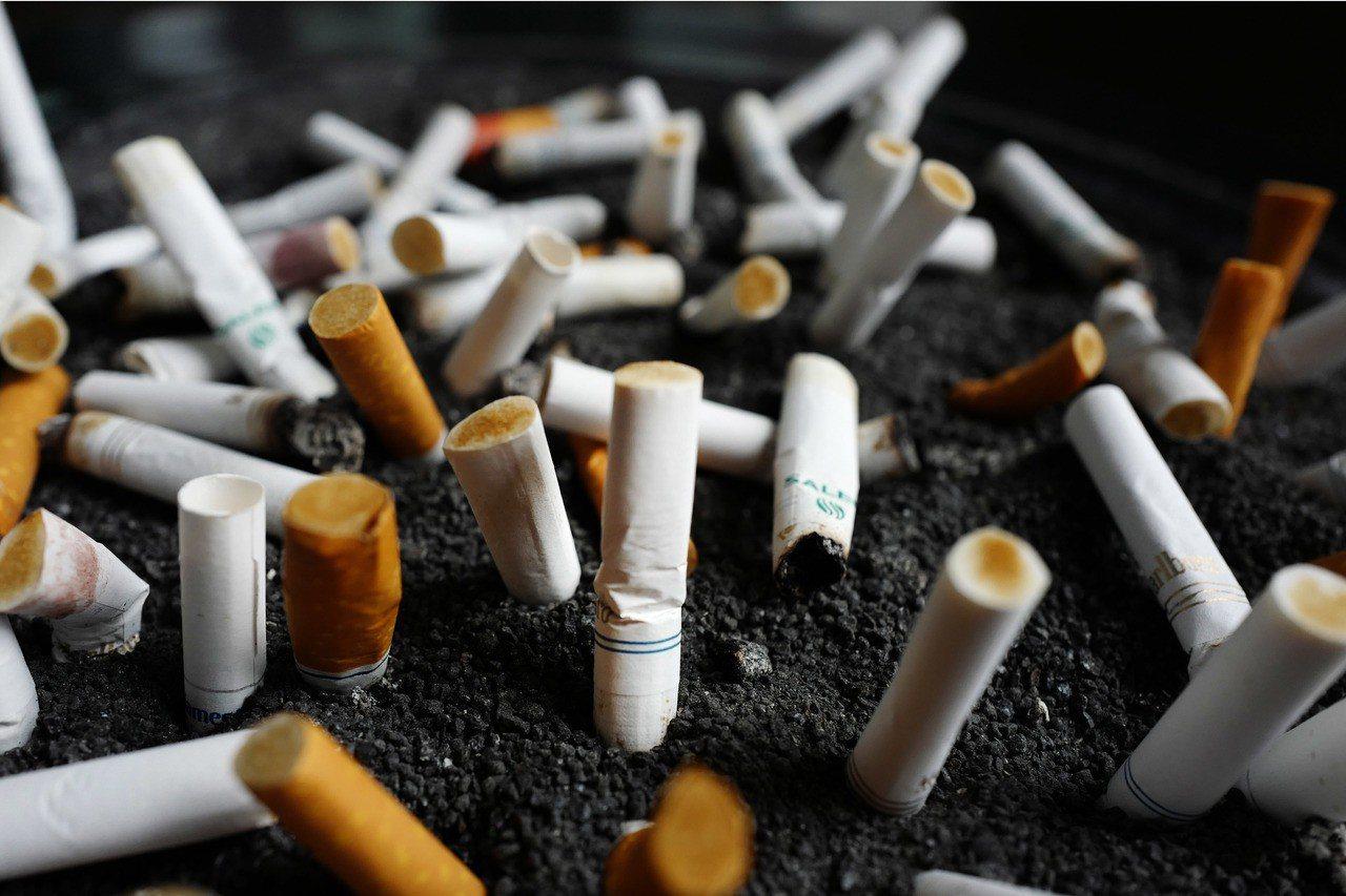 大陸西安市居民可用菸頭兌換食用油,藉此鼓勵民眾自發性收集菸蒂。美聯社