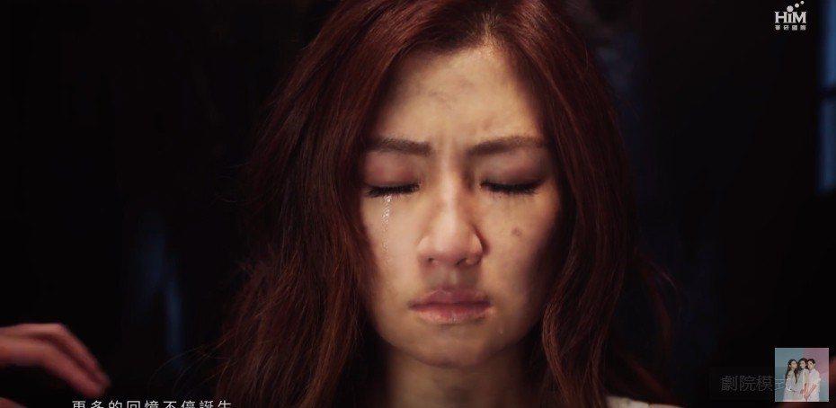 「十七」MV重現Selina當年燒傷事件,讓人看了心疼。圖/截自YouTube