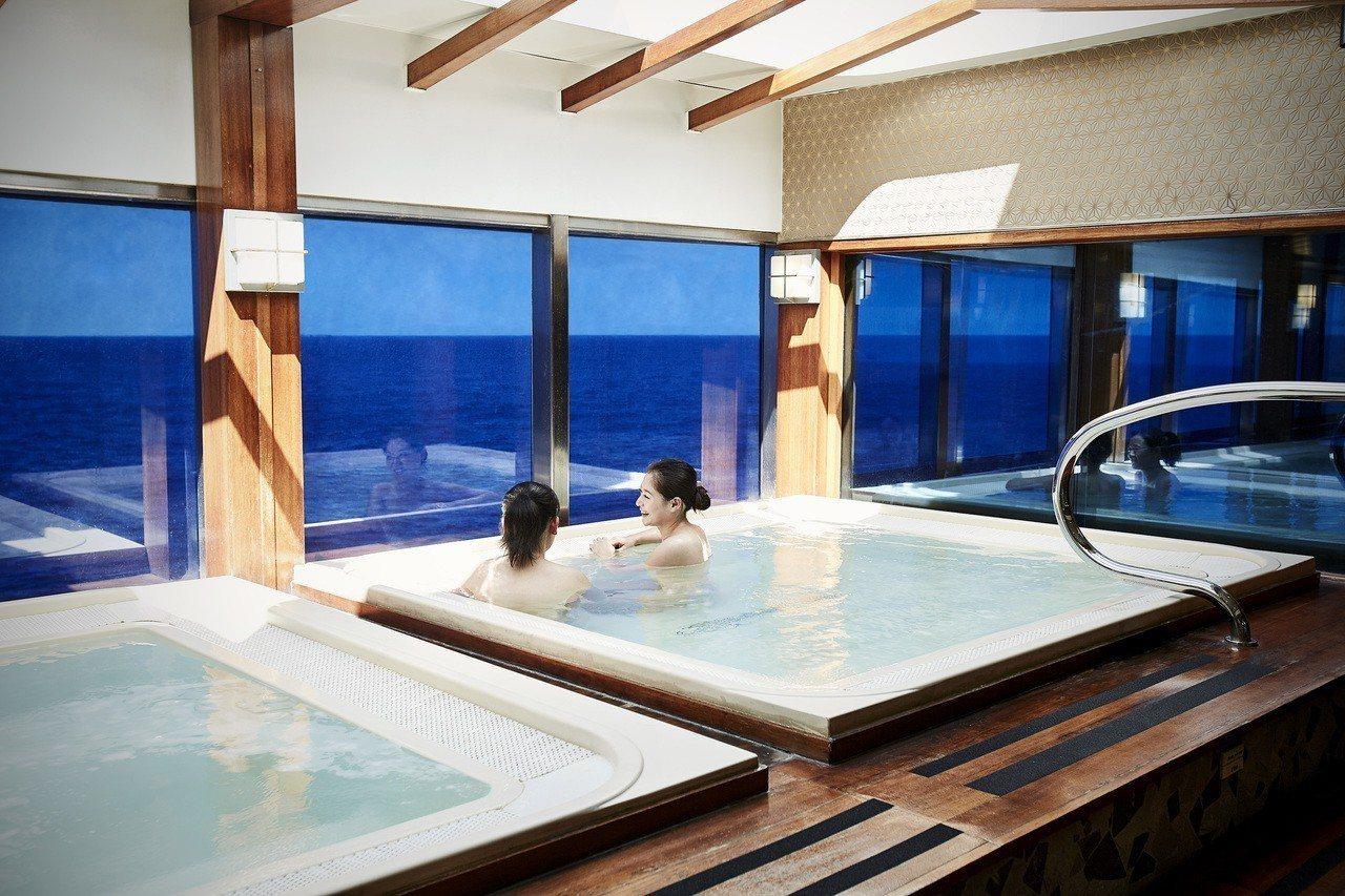 鑽石公主號擁有全球最大海上日式浴場,佔地超過8800平方英尺。公主遊輪提供