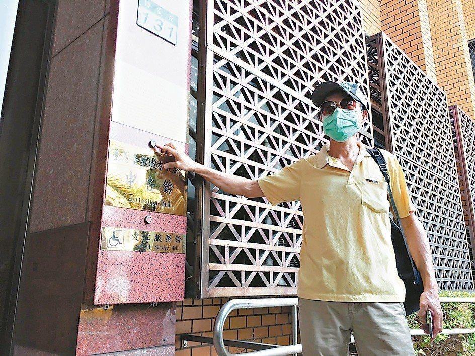 華山命案死者父親昨到台北地檢署按鈴控告北市長柯文哲等官員瀆職。 記者游昌樺/攝影
