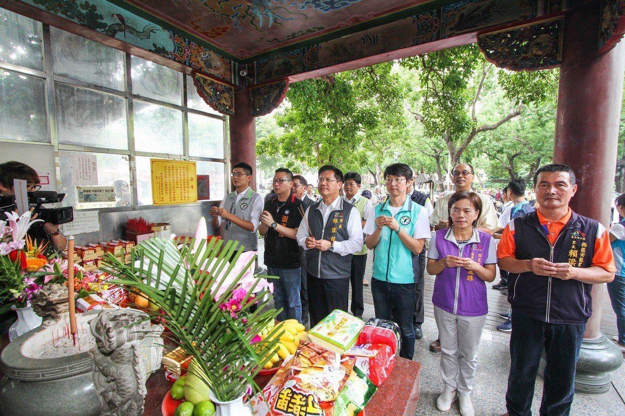 「千年茄苳樹王」樹冠面積達1500平方公尺,是台灣平地最老最大茄苳樹,市長林佳龍...
