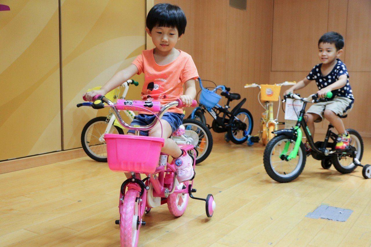 兒童騎乘自行車需挑選合格車輛,避免意外造成嚴重傷害。記者王敏旭/攝影