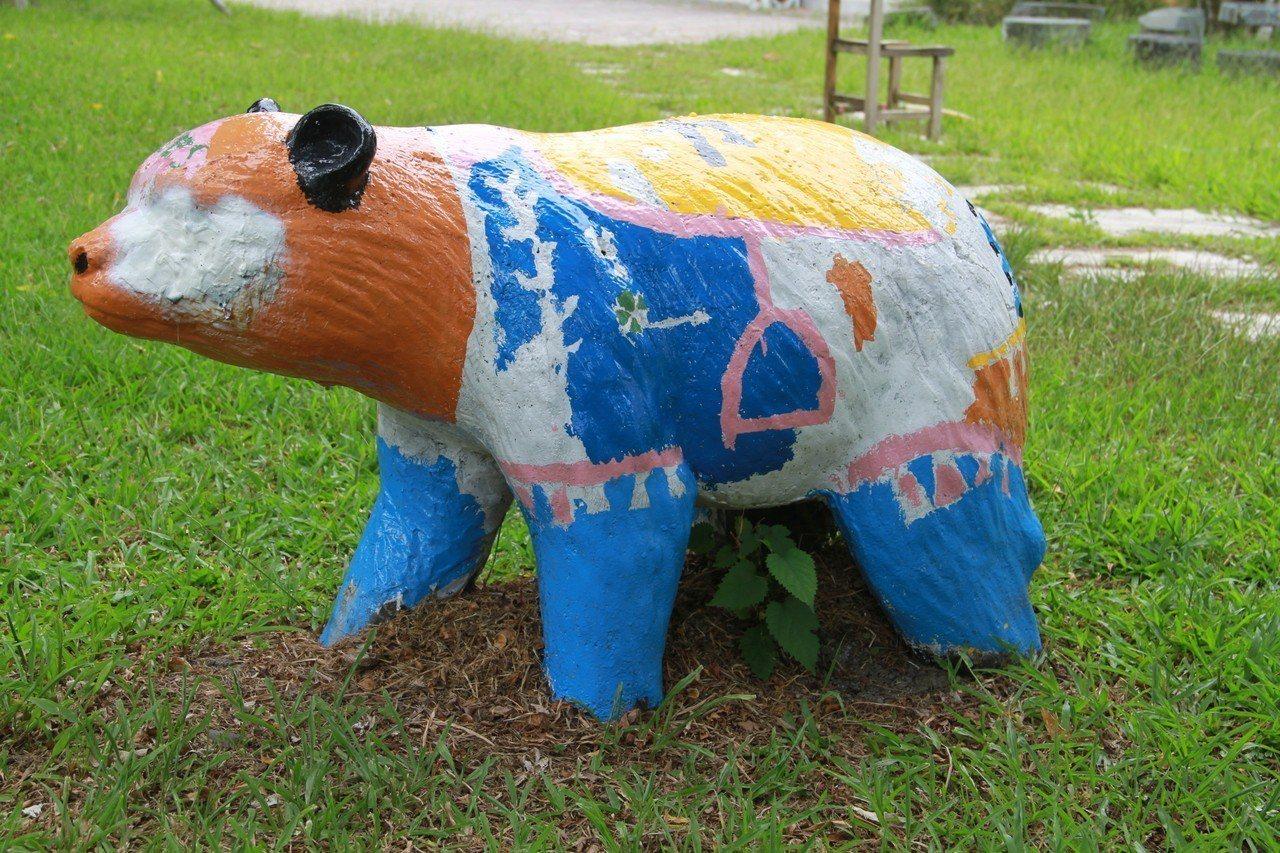 校園裡動物重漆上色,創意大變身。記者羅建旺/攝影
