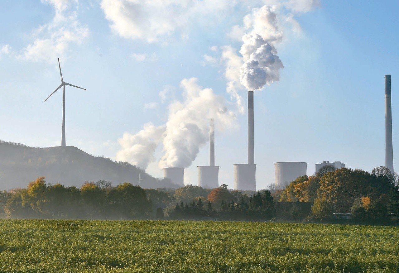 燃煤火力發電的碳排居高不下,德國政府打算在今年年底前訂出停用煤電的時間表。圖為德...