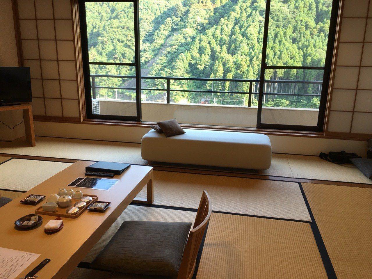 日本政府觀光局(JNTO)公布7月分的外國觀光客283.2萬人,創歷年7月紀錄,...