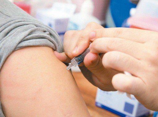 疾管署追查卅一萬劑流感疫苗去向,發現廿九萬劑並未消失,已接種用掉。 圖/聯合報系...