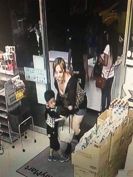 台中市周姓女子在今年6月間涉嫌在東協廣場誘拐5歲男童,一審遭法院判刑1年。記者陳...