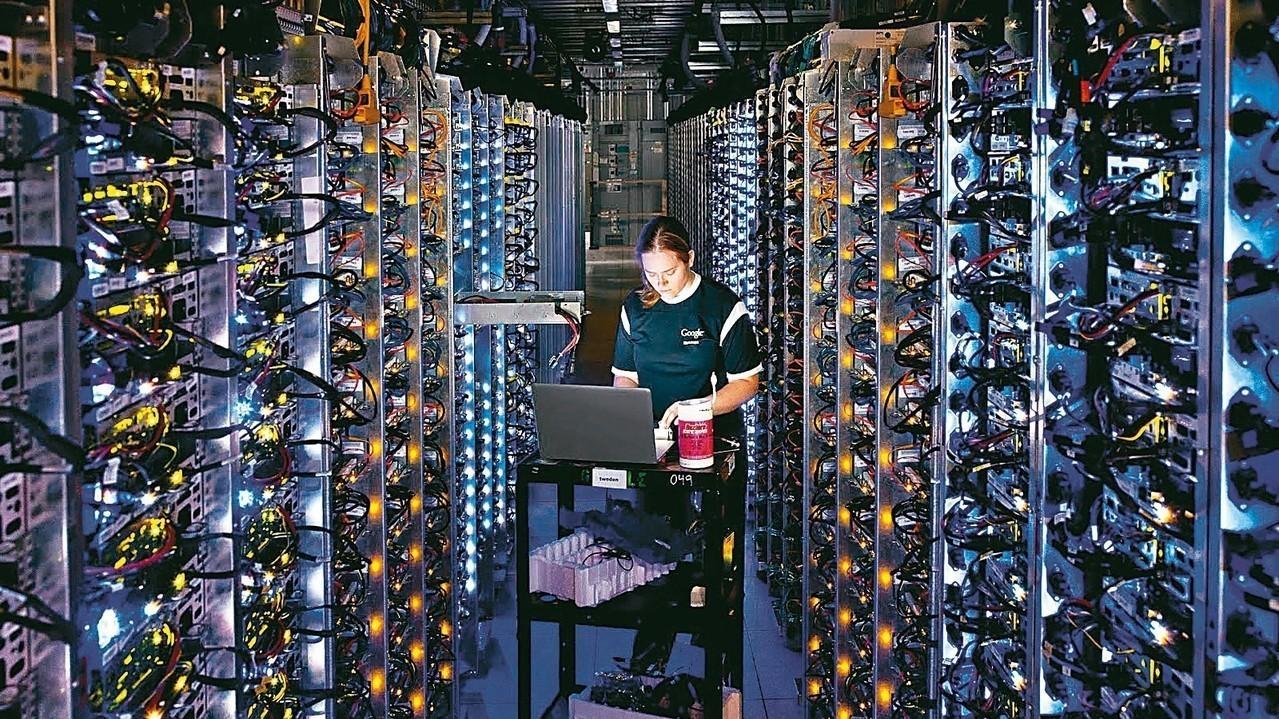 雲端與人工智慧(AI)兩大技術均要用到伺服器的運算與儲存功能,激起兩大代工廠之間...