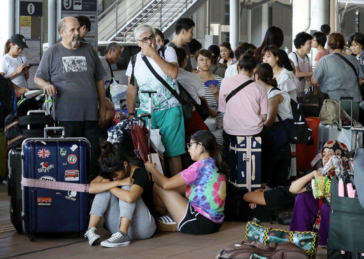 日前關西機場因受燕子颱風重創而關閉。 歐新社資料照