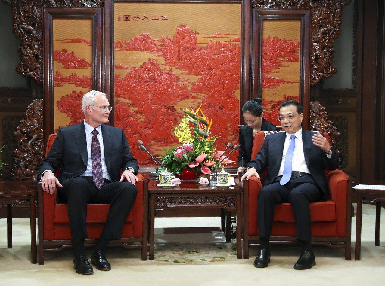 中國總理李克強晤美孚董事長,表示歡迎投資中國石化業。 中新社