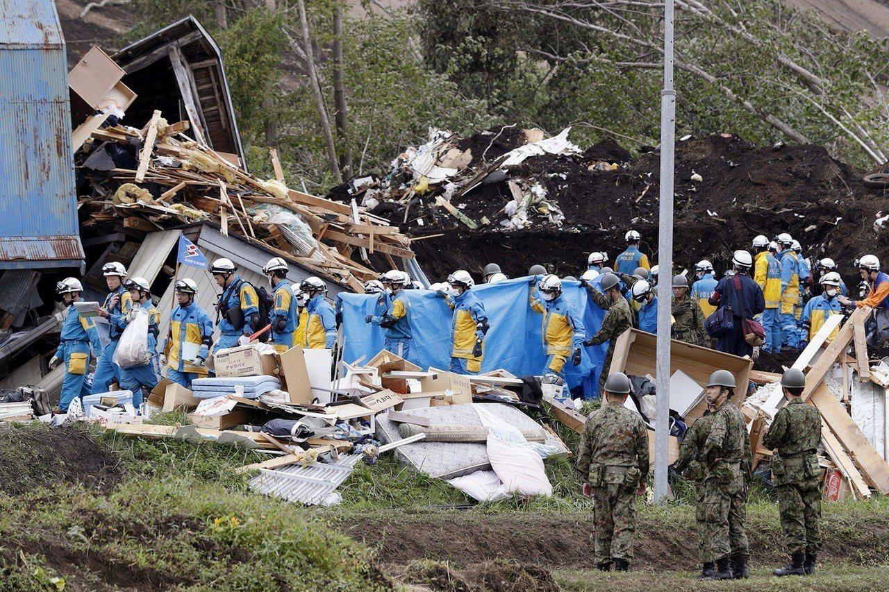 日本北海道6日發生強震,造成多人死傷及下落不明。日媒報導,今在重災區厚真町又發現...