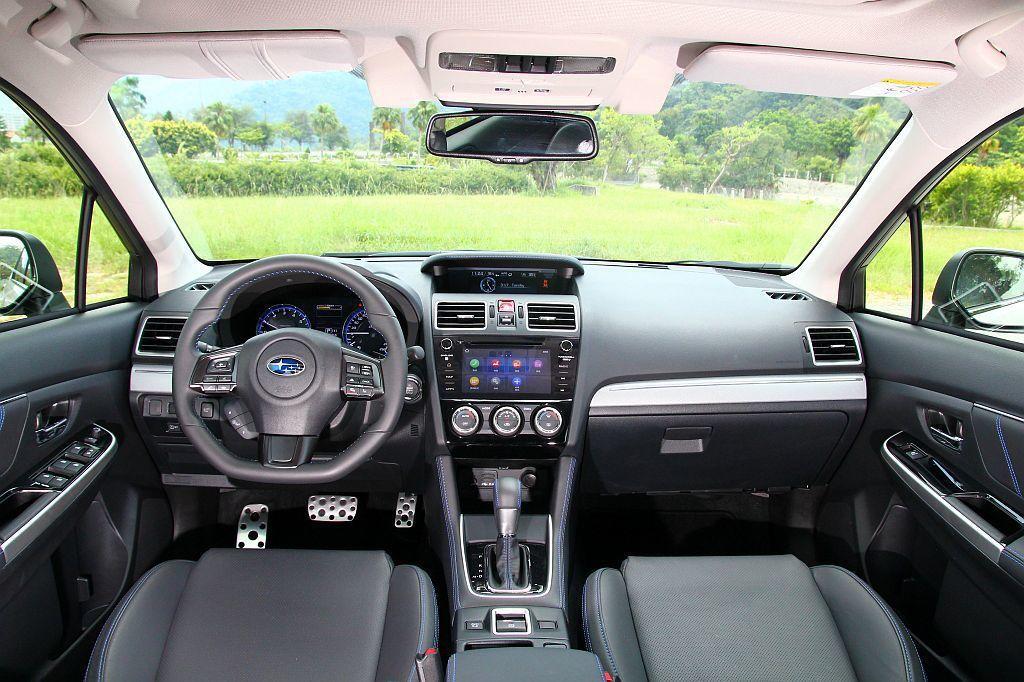 Subaru Levorg 2.0的內裝鋪陳,和Levorg 1.6車型並沒有顯著的差異。 記者張振群/攝影