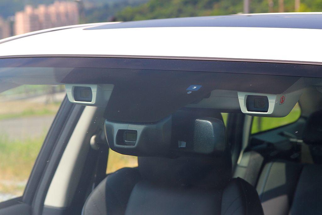 試駕時發現PCB預防碰撞自動剎車系統的偵測速度不僅快,介入煞車的時機也較晚。 記者張振群/攝影